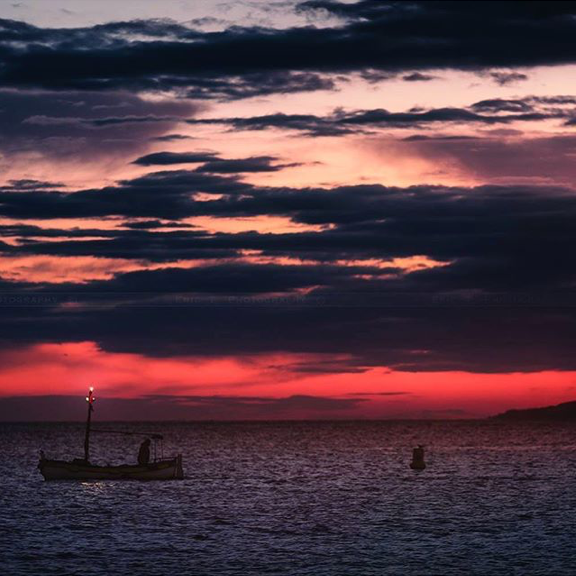 Return of fishing in the Bay of Cannes at the Sunset ©frenchrivieraguide