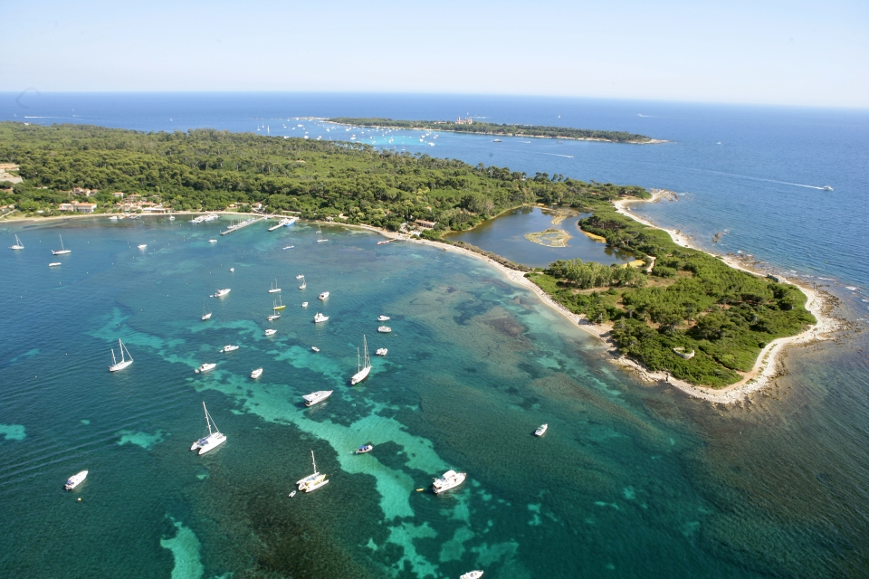 The Lérins islands are a 10-minute boat trip from Cannes Vieux-Port