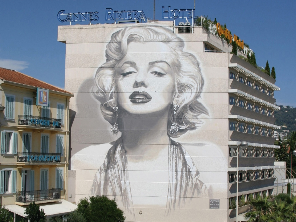 The Marilyn frescoes on the outside of the Cannes Riviera hotel